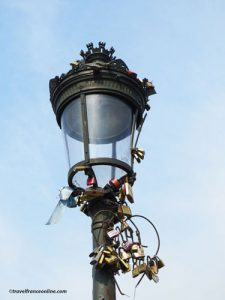 Love locks now appear on lamp posts