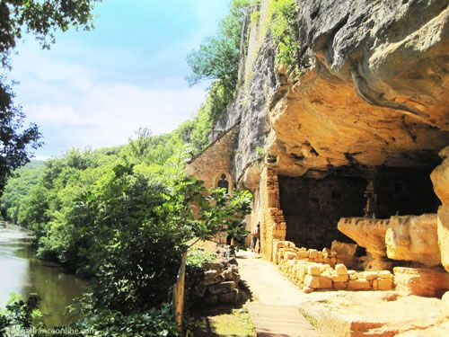 La Madeleine rock shelter - Troglodyte dwellings overlooking the Vezere River