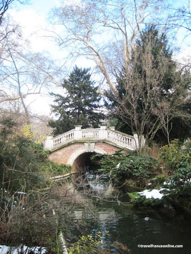 Parc Monceau - Rialto style bridge