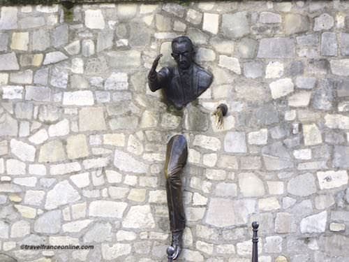 Le Passe-Muraille sculpture in Montmartre