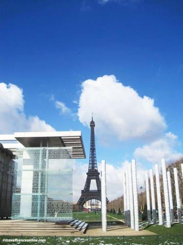 Mur de la Paix and Eiffel Tower