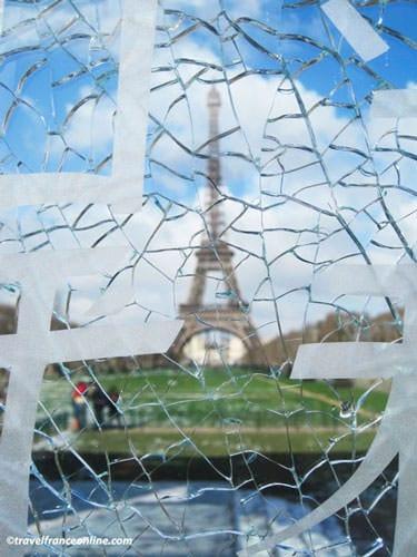 Eiffel Tower seen through Le Mur de la Paix