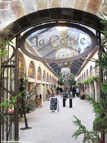 La Cohue covered market by Place des Merciers
