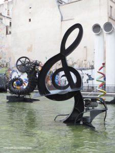 Stravinsky Fountain - Stravinsky Fountain - Clef de Sol - Musical Key