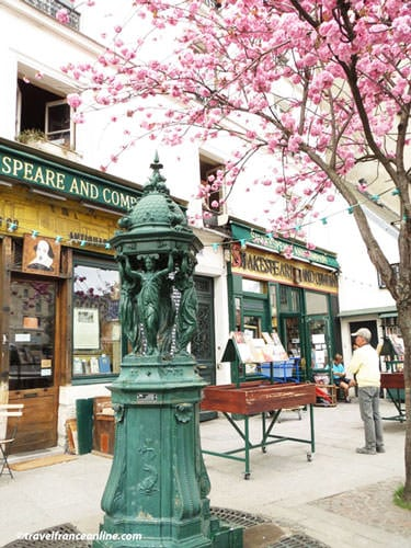 Wallace Fountains - Traditional green fountain in Latin Quarter