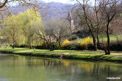 Along the Aveyron River in Belcastel