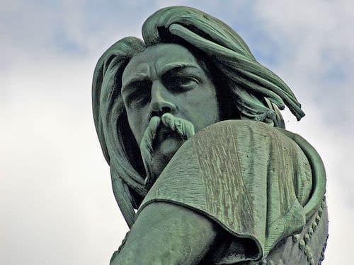 Statue of Vercingetorix in Alesia but used here for Gergovie