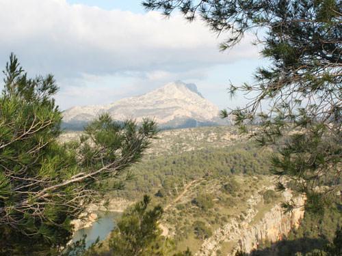 Montagne Saint-Victoire near Aix-en-Provence town houses