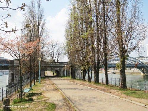 Pont Rouelle, mid way between Pont Bir-Hakeim and Statue of Liberty