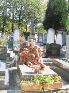 Montparnasse Cemetery - Bird sculpture