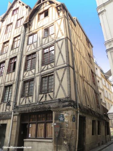 Rue Francois Miron - Maison du Faucheur and Maison du Mouton