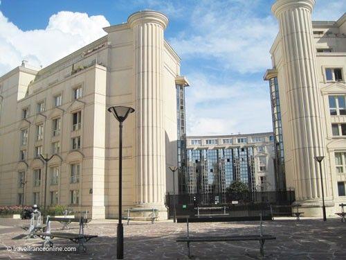Echelles du Baroque - Dorics columns - entrance to Place de Seoul