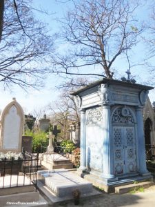 Montmartre Cemetery - chapel