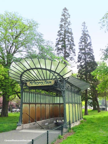 Porte Dauphine Metro entrance