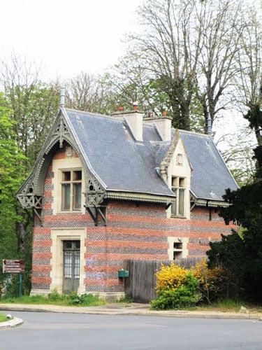 Bois de Boulogne - Guardian pavilion