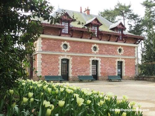 Chateau de Bagatelle - guard pavilion