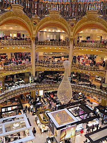 Galeries Lafayette - Main hall under the cupola