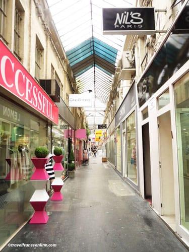 Passage du Caire - Clothes wholesaler shops