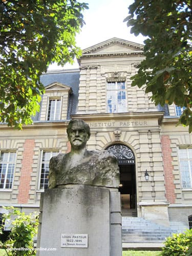 Pasteur Museum - Bust of Pasteur in front of the institute