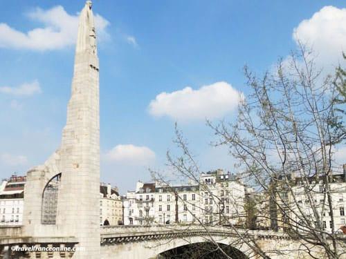 Statue of Ste. Genevieve on Pont de la Tournelle