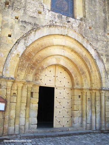 Abbaye de Cadouin - Church entrance