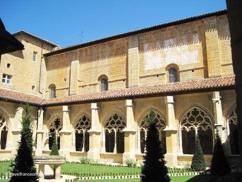 Abbaye de Cadouin - cloister and garden
