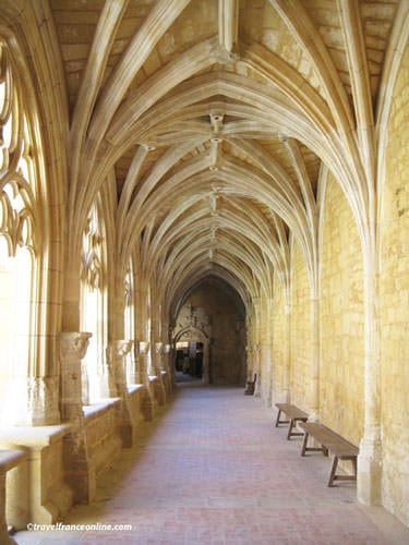 Abbaye de Cadouin - Vaulted gallery in the cloister
