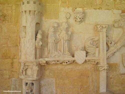 Abbaye de Cadouin - Mural sculptures in cloister's gallery