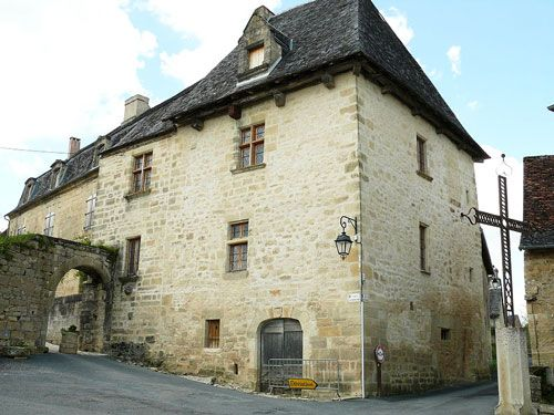 Chateau de Verneuil in Saint-Robert