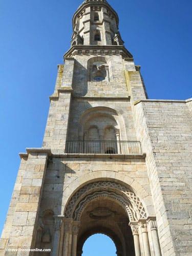 Eglise Saint Malo d'Ivignac la Tour - Unusual bell tower