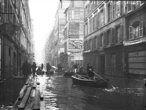 River Seine Floods - 1910 in Rue de Seine