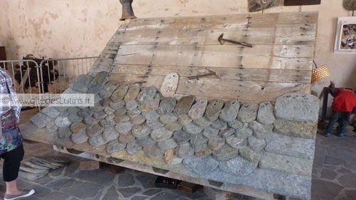 Fete des Paniers de Montsalvy - Lauzes - slabs used for roofing