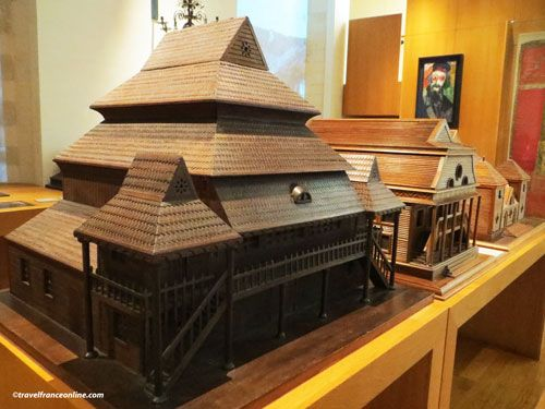 Museum of Art and History of Judaism - Models of synagogues