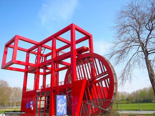 Folies in Parc de la Villette - Folie Antenne Secours N7