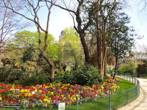 Square du Temple, man-made cascade and flowerbed