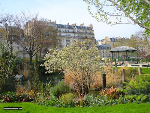 Square du Temple, pond and music stand
