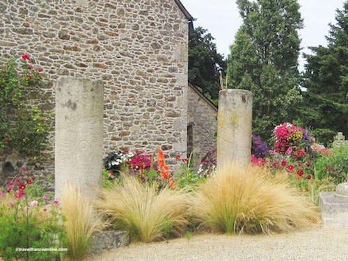 St Meloir des Bois antic columns