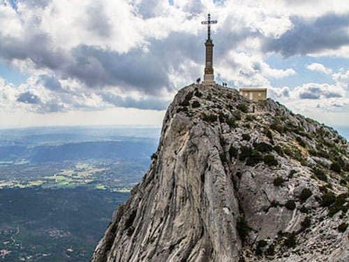 Croix de provence montagne sainte victoire for Croix rouge salon de provence