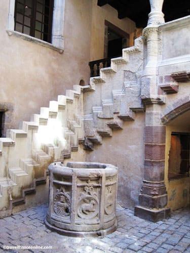 Fenaille Museum - Renaissance staircase of the Hotel de Jouery