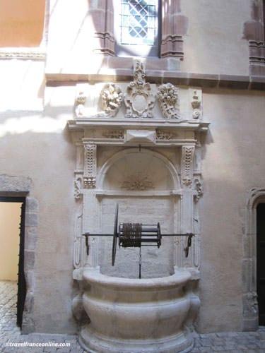 Fenaille Museum - Well in Hotel de Jouery entrance
