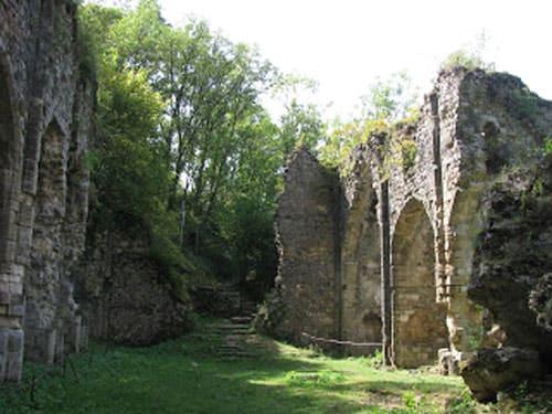Ruined church in Peyrusse-le-Roc