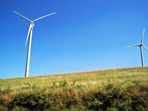 Plateau du Levezou - Wind turbines in Salle Curan