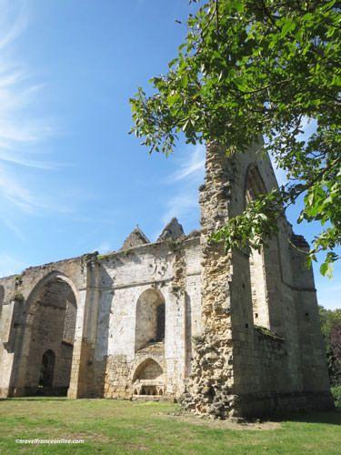 Ile Chauvet Abbey - Ruined church