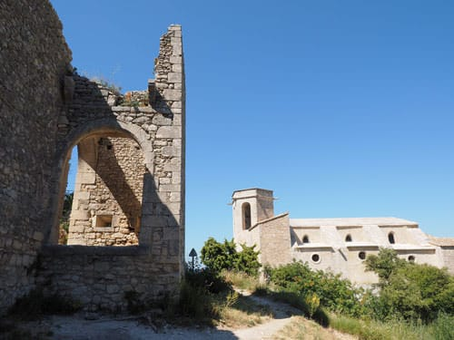 Oppede-le-Vieux - Ruins of the castle and Notre-Dame d'Alidon Church