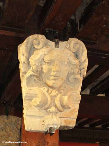 Maison d'Ourcamps - Sculpted head recovered in the rubble