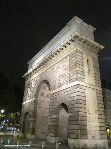 Porte Saint-Martin illuminated at night