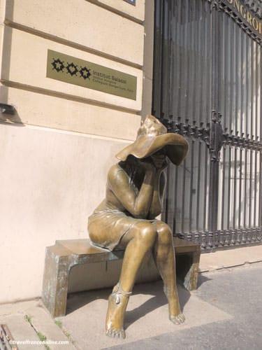 Sous le Chapeau sculpture