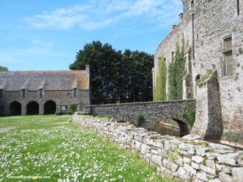 Chateau de Pirou - Stone bridge and stables