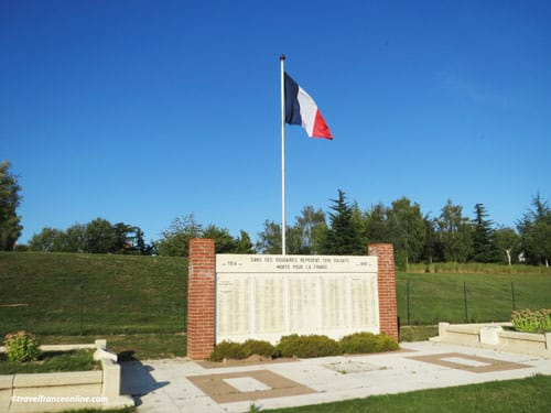 Saint-Quentin National Necropolis - Memorial inscribed with the names of the non-identified soldiers