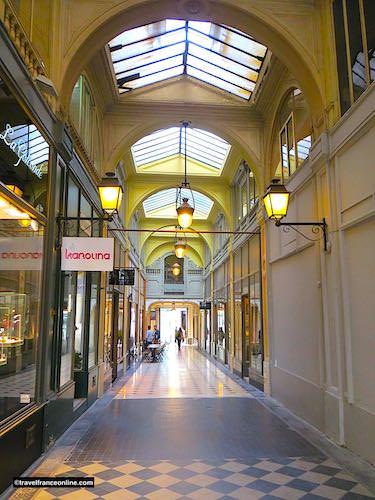 Galerie de la Madeleine - Exiting on Rue Boissy d'Anglas